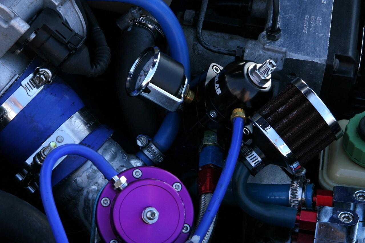 Uszkodzenie auta w podróży – jak nie przepłacić za mechanika?